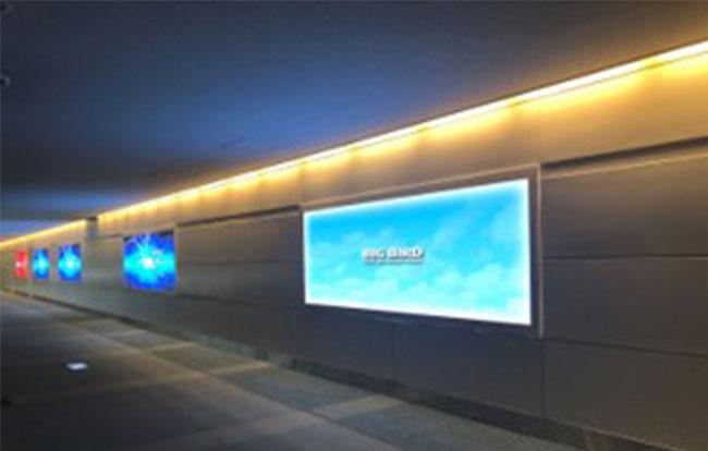 羽田空港 電照看板(第2ターミナル2階出発コンコース)